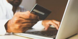 Domiciliar puede facilitarte el pago de tus servicios, pero también puede enredar tus finanzas, así es como debes hacerlo
