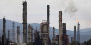 Estados Unidos urge acción en contra del cambio climático, pero AMLO promete más refinación de gasolinas