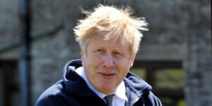 Boris Johnson habría apoyado a la Superliga europea antes de que fuera anunciada —para luego criticarla públicamente