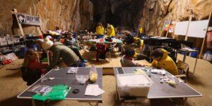 Los voluntarios del experimento DeepTime, que vivieron en una cueva sin teléfonos, relojes, ni luz solar durante 40 días, ya salieron y aseguran sentirse «genial»