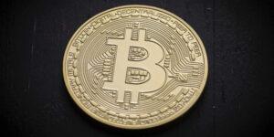 Bitcoin repunta 10% después de tocar su nivel más bajo en dos meses; los inversionistas aprovechan caída y aumentan la demanda