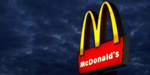 El menú con pollo frito incrementó las ventas de McDonald's —sus ingresos globales regresaron a niveles previos a la pandemia