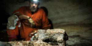 Arqueólogos descubren huellas de niños en una cueva con más de 1,200 años de antigüedad en Yucatán