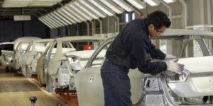 Los pedidos y la confianza para invertir en la industria manufacturera tropiezan en abril pese a mayor demanda en Estados Unidos