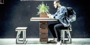 2 cosas en las que los millennials siempre gastan demasiado dinero, según los planificadores financieros