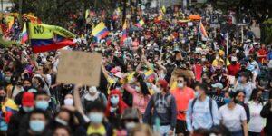 Una reforma tributaria fallida, protestas y muertes —esto es lo que ocurre en Colombia