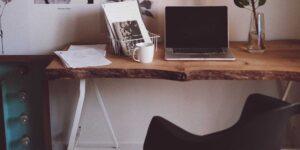 Los expertos en diseño de interiores revelan las 10 cosas que vale la pena comprar para tu oficina en casa