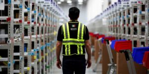 Horas extras obligadas y sin paga, despidos injustificados y más violaciones de derechos laborales en Amazon México