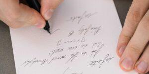 Francia prohíbe el lenguaje inclusivo en las escuelas