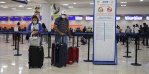 Los requisitos de pruebas negativas para viajar a EU y las suspensiones de vuelos a Canadá presionan a los aeropuertos mexicanos