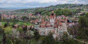 De mordidas a pinchazos: Transilvania transforma al castillo de Drácula en centro de vacunación contra el Covid-19