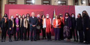 Las mujeres no consiguen equidad de género dentro del gobierno federal  —por cada 100 pesos que gana un hombre, las mujeres perciben 74
