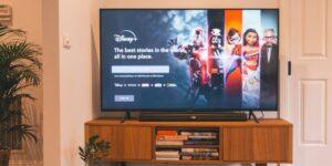 Disney Plus se apoya de los superhéroes de Marvel y ciencia ficción para seguir creciendo, aunque a menor velocidad