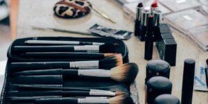 Tu maquillaje tiene una fecha de vencimiento que probablemente no sabías que existía