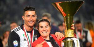 La madre de Cristiano Ronaldo está tratando de convencerlo para que regrese al Sporting de Lisboa