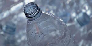 Solo en CDMX se producen 123 toneladas diarias de plástico —Coca-Cola anuncia una inversión de 11,000 millones de pesos para combatir estos desperdicios