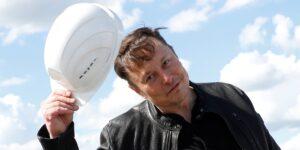Elon Musk ahora es el tercer hombre más rico del mundo—su fortuna bajó porque las acciones de Tesla perdieron una cuarta parte de su valor desde enero