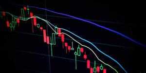 Inversionistas en tecnología y en criptomonedas temen repunte en la inflación; mercado global se refugia en el oro
