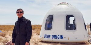 Blue Origin dice que las ofertas para un asiento en su vuelo de 11 minutos al espacio han alcanzado los 2.8 millones de dólares