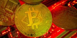 Estos expertos en Bitcoin y criptomonedas comparten 7 gráficos y datos esenciales que debes seguir cuando se desploma su precio