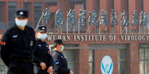 Tres investigadores del laboratorio de Wuhan buscaron atención en hospital antes de que se conociera brote de Covid-19, según WSJ