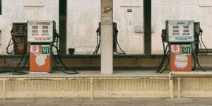 El tanque de gasolina te saldrá más caro en 2021; Goldman Sachs dice que el  petróleo alcanzará los 80 dólares por barril