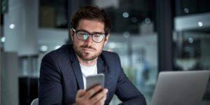 Romper estos 3 malos hábitos aumentará la productividad laboral, según un médico y director ejecutivo