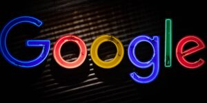 Rusia amenaza a Google con multa millonaria si no borra en 24 horas contenido vetado