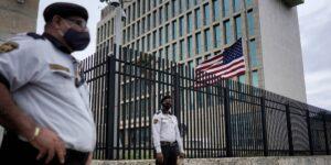 Científicos militares planean experimentos en primates con microondas pulsadas para buscar vínculos con el síndrome de La Habana, según informe.