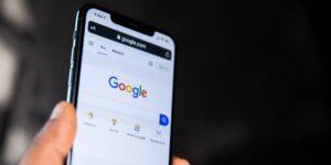 Rusia multa a Google y a Facebook por no borrar contenido que el Kremlin considera ilegal