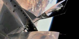 La nave espacial VSS Unity de Virgin Galactic logra su primer vuelo tripulado, acercando la posibilidad de viajes espaciales comerciales
