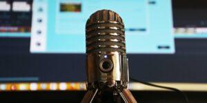 ¿Quieres vivir de hacer un podcast? Estos son 5 consejos de creadores de contenido que lo han conseguido