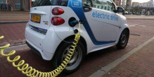 Los vehículos eléctricos también tienen impacto climático —el acero de sus baterías todavía no es 'verde'