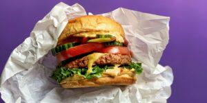 5 datos curiosos de la hamburguesa —la disputa de su origen, variantes y valor de mercado de las principales marcas que ofrecen este platillo