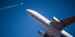 El director del organismo de la industria aérea internacional culpa a los gobiernos por prolongar crisis de viajes aéreos