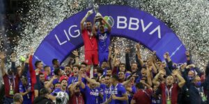 Así celebran los aficionados del Cruz Azul su título en la primera división del futbol mexicano —el fin de 23 años de sequía