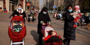 China revoluciona su política de natalidad al permitir hasta tres hijos por familia