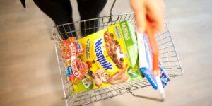Nestlé reconoce que más de la mitad de sus productos «nunca será saludable» en una presentación interna a altos ejecutivos, según un informe