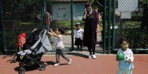El costo de tener hijos en China: desde los preparativos para el parto hasta la educación
