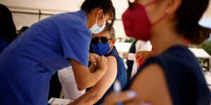 11% de los mexicanos dicen que no quieren vacunarse, pues no confían en los fabricantes o creen que no funcionará —aunque la evidencia médica dice lo contrario
