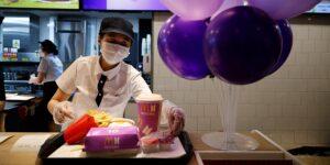 Los menús de McDonald's de BTS se revenden en eBay por más del doble de su precio original