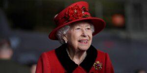 """El Palacio de Buckingham anuncia los planes para el 70 aniversario del reinado de Isabel II —incluyen un día festivo extendido y una """"fiesta platino en el palacio"""""""