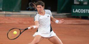 Carla Suárez Navarro regresa al tenis tras luchar contra el cáncer y la obligan a jugar su último partido de Roland Garros en una arena vacía