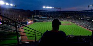 """El excomisionado de la MLB, """"Bud"""" Selig, trabajó con los equipos para manipular las cifras de asistencia a los estadios"""