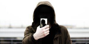 Por qué las personas narcisistas tienen más probabilidades de ser agresivas o violentas — así las empeoran las redes sociales