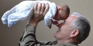 La Administración de Alimentos y Medicamentos de Estados Unidos aprueba medicamento de Biogen para tratar la etapa inicial del Alzheimer