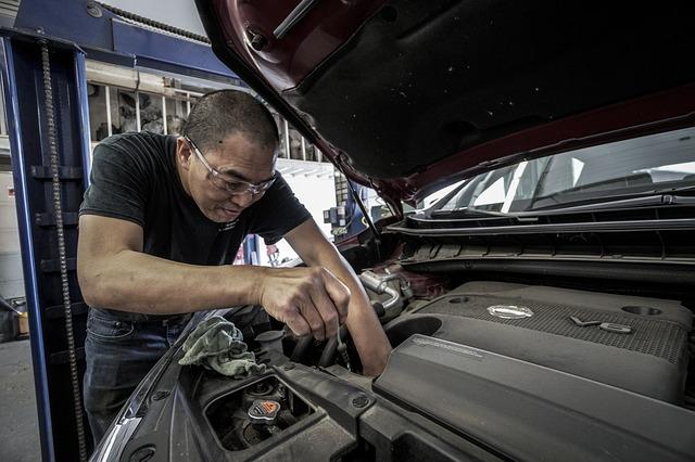5 revisiones que sí o sí debes hacerle a tu automóvil | business insider mexico