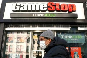 Caen acciones de GameStop y ACM tras vivir aumentos vertiginosos