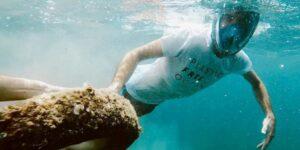 Gravity Wave, la startup española que sale por plástico del Mediterráneo con la ayuda de 800 pescadores tradicionales y lo resucita en forma de muebles o material de oficina