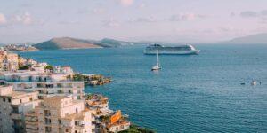 Royal Caribbean y Carnival no detendrán sus viajes pese a casos de Covid-19 en un barco
